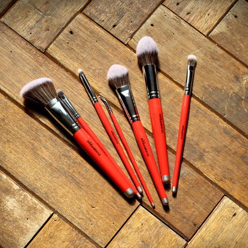 Set of 7 brushes